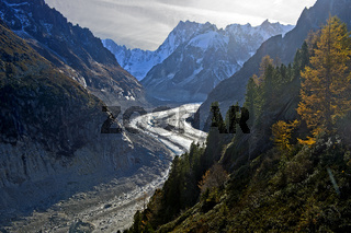 Gletscher Mer de Glace, hinten die Gipfel der Grandes Jorasses, Chamonix, Savoyen, Frankreich