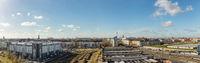 Berlin City Panorama mit einem blauen Himmel