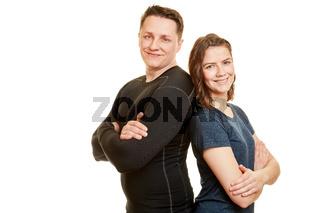 Zwei Leute als Fitness Paar lehnen sich an