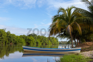 Blue and white boat. Coqueiro and Rio