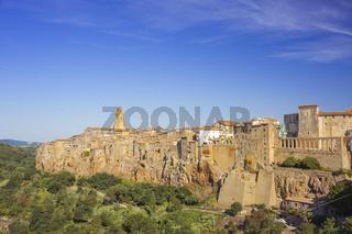 Pitigliano, kleine Stadt in der Maremma auf Felsen gebaut, Toskana, Italien