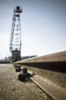 Schiene und Hafenkran