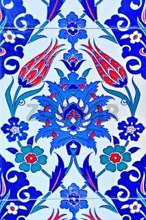 Wandfliesen in der blauen Moschee in Manvgat