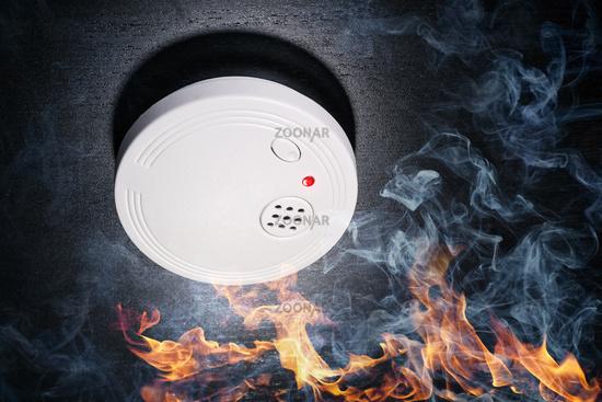 Rauchmelder schlägt Alarm bei einem Brand