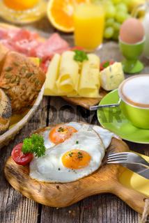 Frühstück mit Spiegelei