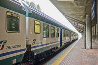 Italienischer Regionalzug im Bahnhof Brenner