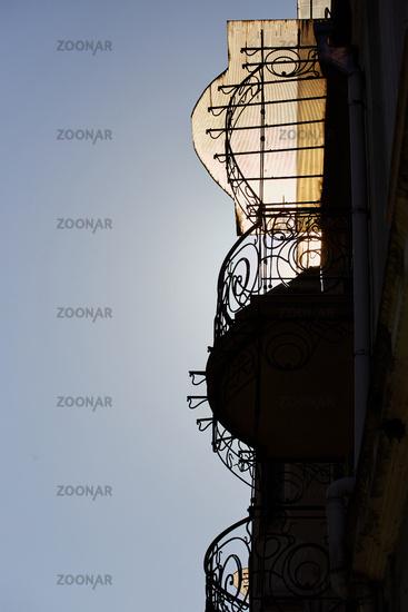Balkone im Gegenlicht, Batumi, Georgien