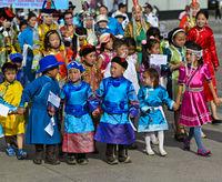 Kinder in traditioneller Deel-Kleidung, Ulanbator, Mongolei