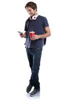 Student mit Handy Smartphone Ganzkörper Portrait Cola Getränk junger Mann jung Freisteller