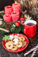 Verschiedene Plaetzchen im Advent