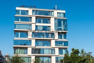 Nobles Apartmenthaus mit viel Glas