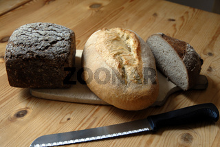 Brot auf den Tisch