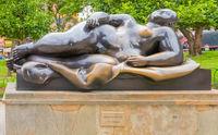 reclining woman statue of Botero