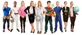 Erfolgreiche Gruppe von verschiedenen Berufen und Branchen