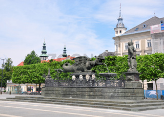 Neuer Platz mit Lindwurmbrunnen in Klagenfurt, Österreich - Lindwurmbrunnen (Lindworm Fountain) in Klagenfurt, Austria