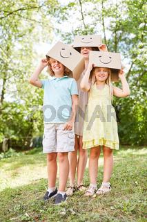 Kindergeburtstag mit bemalten Pappkartons