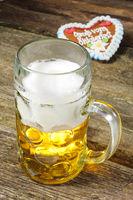 Maßkrug in Bayern auf dem Oktoberfest mit Herz als Souvenir