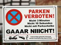 Hinweisschild Parken Verboten