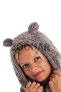 junge Frau mit einer Mütze