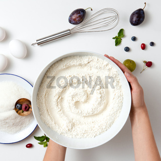 cook hands holding the flour in plate