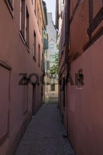 Altstadtgasse in der Altstadt von Colmar