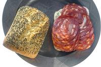 Steinofenbrötchen und Chorizowurst