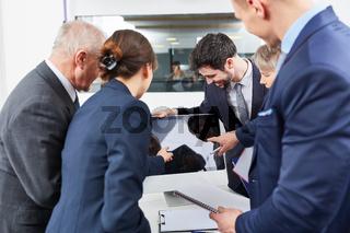 Geschäftsleute in einem Social Media Workshop