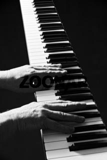Die Haende eines Klavierspielers