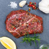 Fleisch Steak roh Rindfleisch Quadrat von oben Schieferplatte