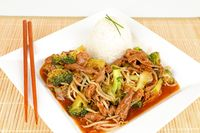 Rindfleisch mit Brokkoli und Reis