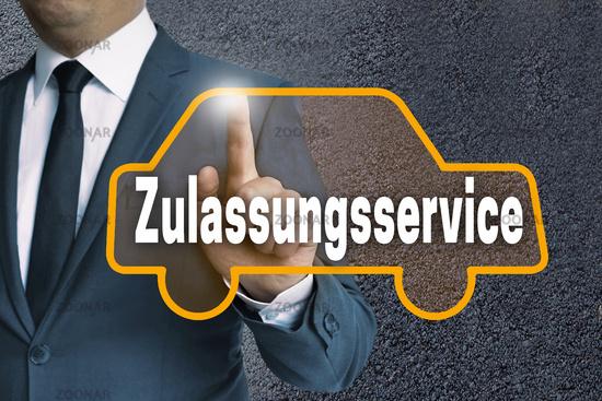 zulassungsservice auto touchscreen wird von mann bedient konzept