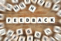 Feedback Kundendienst Service Meinung Bewertung Kontakt Würfel Business Konzept
