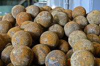 Mahlkugeln zur Zerkleinerung von Kupfererz in einer Kugelmühle, Erdenet Mining Corporation, Mongolei