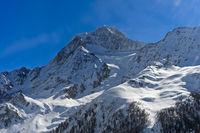 Schneebedeckter Gipfel Aletschhorn über dem Lötschental, Wallis, Schweiz