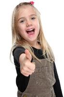 Kind kleines Mädchen lachen glücklich Daumen hoch Freisteller freigestellt isoliert