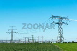 Umspannwerk und Stromtrassen