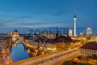 Der Alexanderplatz in Berlin mit dem Fernsehturm