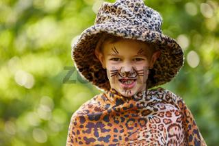 Kind im Karnevalskostüm