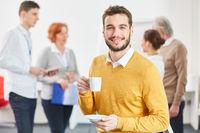 Start-Up Gründer macht eine Kaffeepause