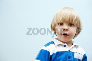Portrait eines zweijährigen Jungen