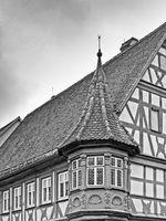 Fachwerkhaus in der Altstadt von Rothenburg ob der Tauber in schwarzweiß