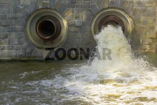 Abfluss an der Talsperre Oelsnitz