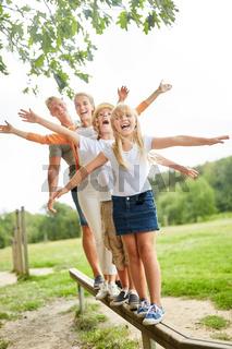 Familie und Kinder machen Fitness