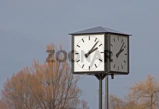 Uhr am Konstanzer Hafen, Nähe Konzil