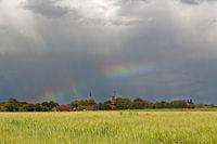 Regenbogen über Rysum, Ostfriesland