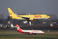 TUIfly und Air Berlin Boeing 737 Flugzeuge Flughafen Düsseldorf
