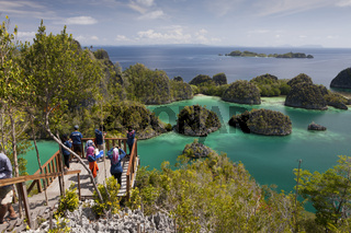 Rock Islands der Insel Penemu, Indonesien