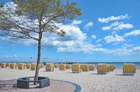 Strand und Seebruecke im Ostseebad Dahme,Schleswig-Holstein,Deutschland
