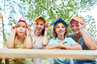 Familie hat eine Vision vom Eigenheim