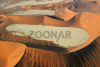 Flug ueber das Deadvlei, Namibwueste, Namib Wueste, Namibia, Afrika, flight above Deadvlei, Namib Desert, Africa